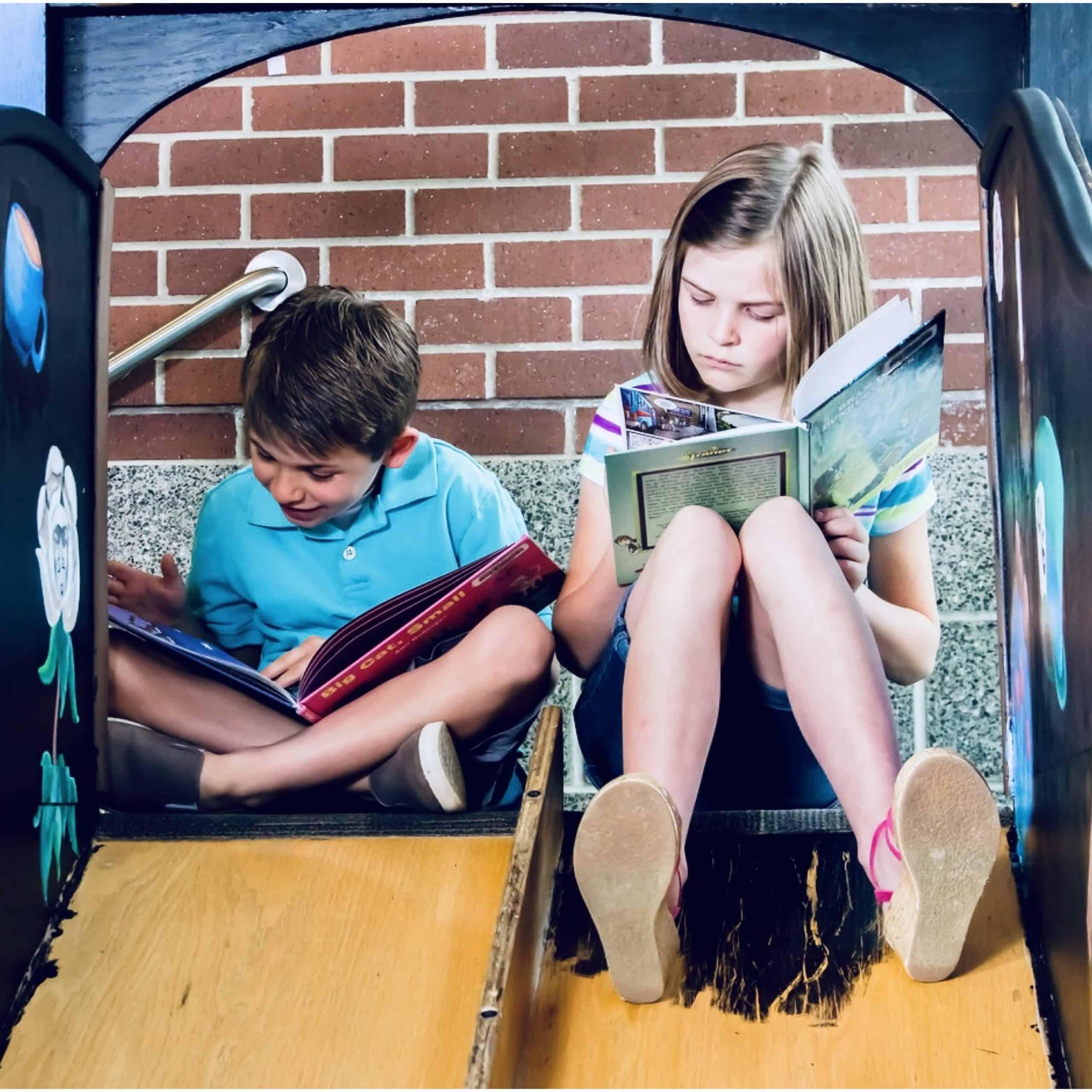 Deux élèves de Marcel Wiel, formateur en anglais